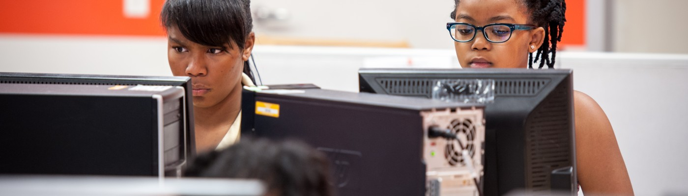 The YWCA Logan Square branch hosts TechGyrls, a program to help young women learn about STEM programs and computer use. Saturday, September 27, 2015. Photo: Christopher Dilts/